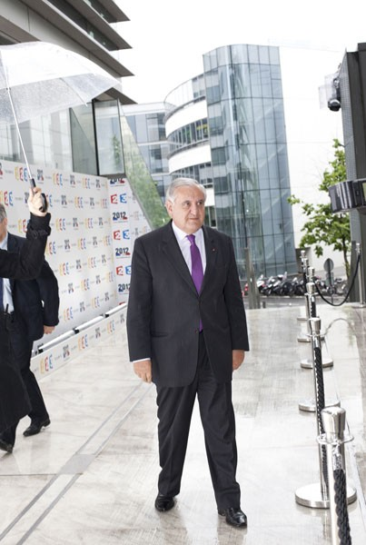 http://bg-database.fr/files/gimgs/th-5_Jean_Pierre_Raffarin.jpg
