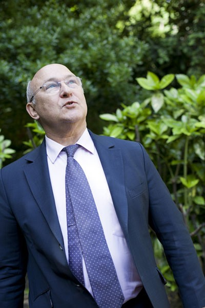 http://bg-database.fr/files/gimgs/th-5_Michel_Sapin.jpg